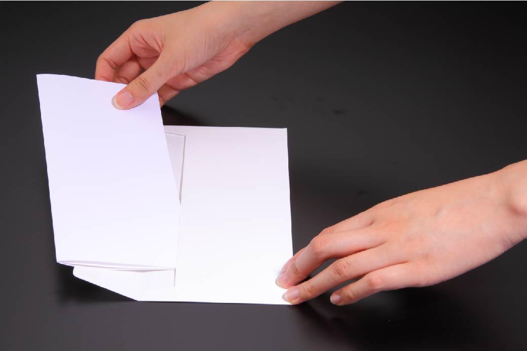 ビジネスレターを上手に3つに折る方法